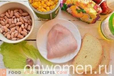 Insalata con fagioli, cracker, mais e pollo