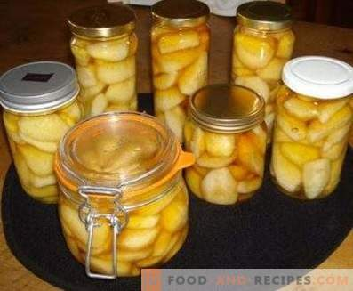 Pears in syrup for the winter