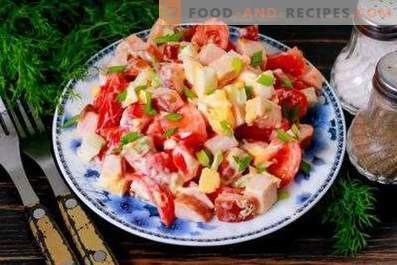 Salads with chicken and tomatoes