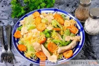 Insalate con pollo e cracker